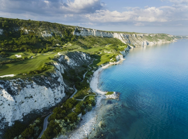 Summer holiday in Bulgaria : Deluxe apartments in Thracian Cliffs Golf & Beach Resort